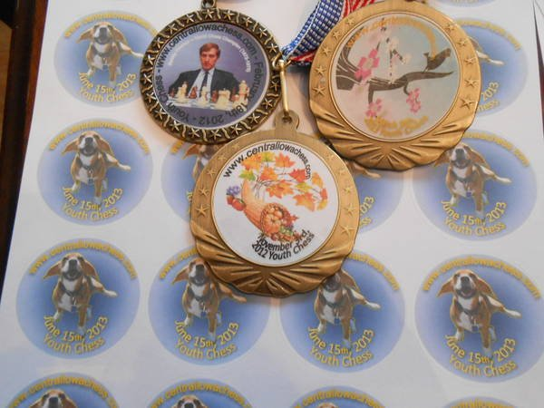 Round labels custom inserts for medals