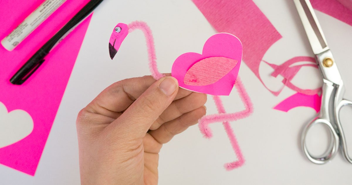 Summer kids craft: pipe cleaner flamingos