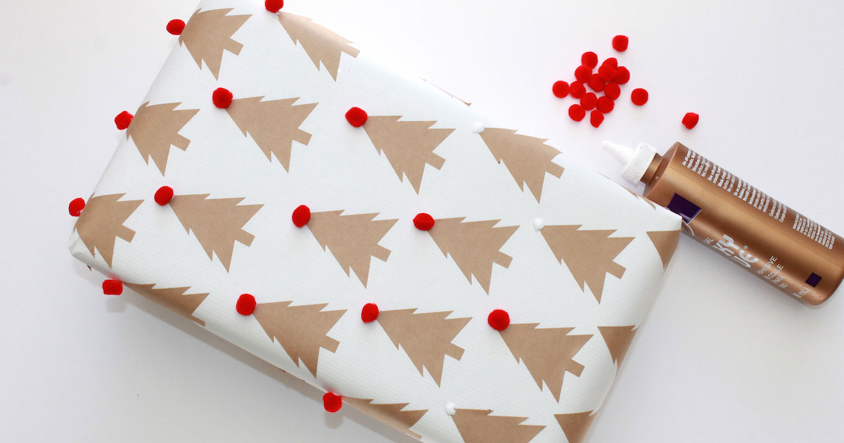 DIY Xmas wrapping paper craft with pom poms