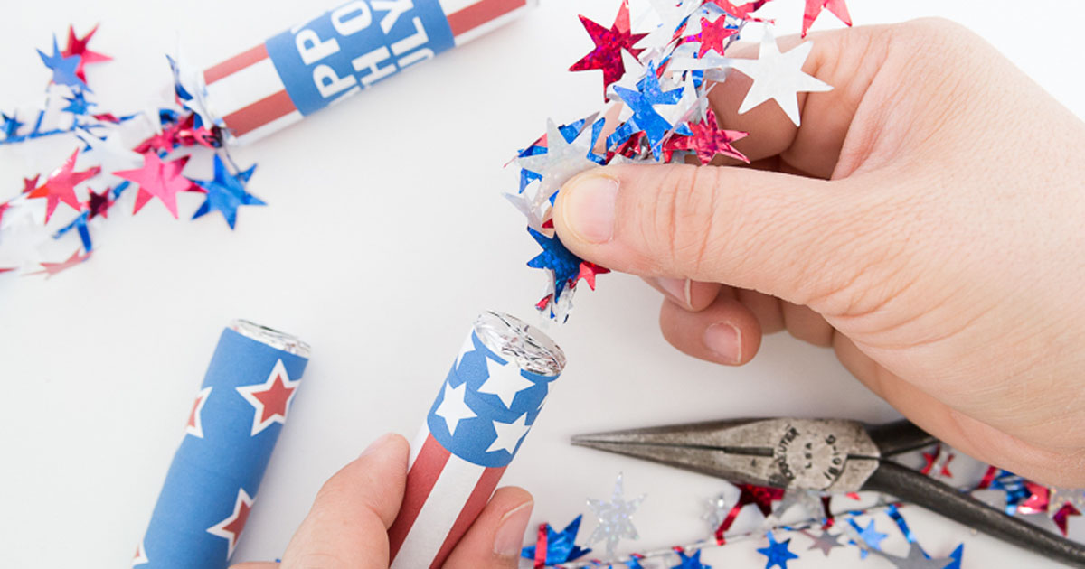 How to add gardland to your July 4th firecracker candy favor