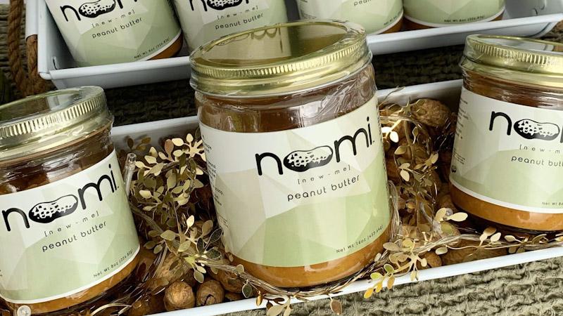 Noomi branding.