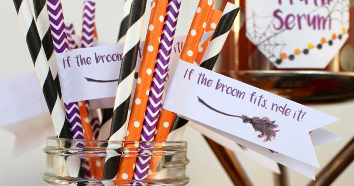 Free printable for Halloween straw flags